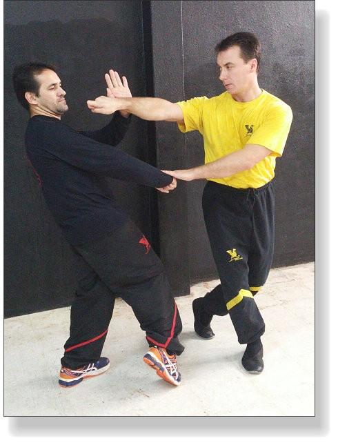 Wing Tsun Grundlagen-Training: Djat-Sao, Kreuzschritt und Fen-On-Kuen - Dai-Sifu Dragos mit Sifu Edmilson Matos