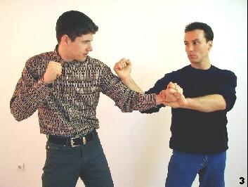 Mit Hilfe der Lap-Sao-Technik wird der gegnerische Arm sicher kontrolliert