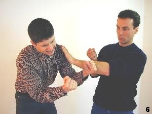 Wing Tsun Selbstverteidigung Gratis Kurs - Anschliessend setzt Sifu Dragos zum Lap-Sao an