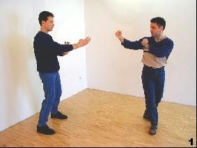 Der Angreifer nähert sich, Sifu Dragos in Vorkampfhaltung