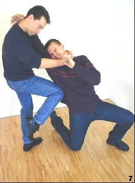 Der Gegner wird durch den Kniestoß getroffen