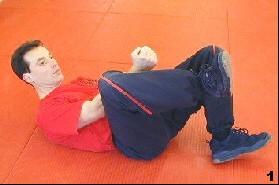 Sifu Dragos winkelt sein Bein