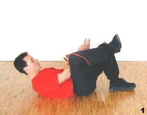 Ausgangslage - Sifu Dragos winkelt am Boden liegend ein Bein