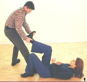 Der Gegner greift Melanies Bein