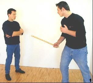 ing Tsun-Selbstverteidigung, Abb. 1 - Milenko setzt zum Stich an - Sifu Dragos in neutraler Position